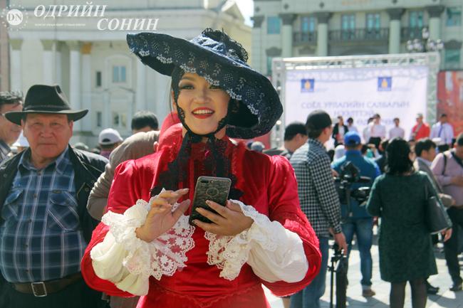 ФОТО: Сүхбаатарын талбайд урлаг соёлоор амьсгалсан өдөрлөг боллоо