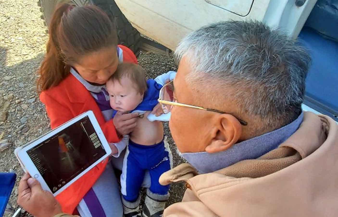 Шаргын говьд Б.Болдсайхан эмчийг хагас өдөр хүлээж есөн сартай хүүгээ оношлуулсан малчин эмэгтэйн яриаг хүргэе